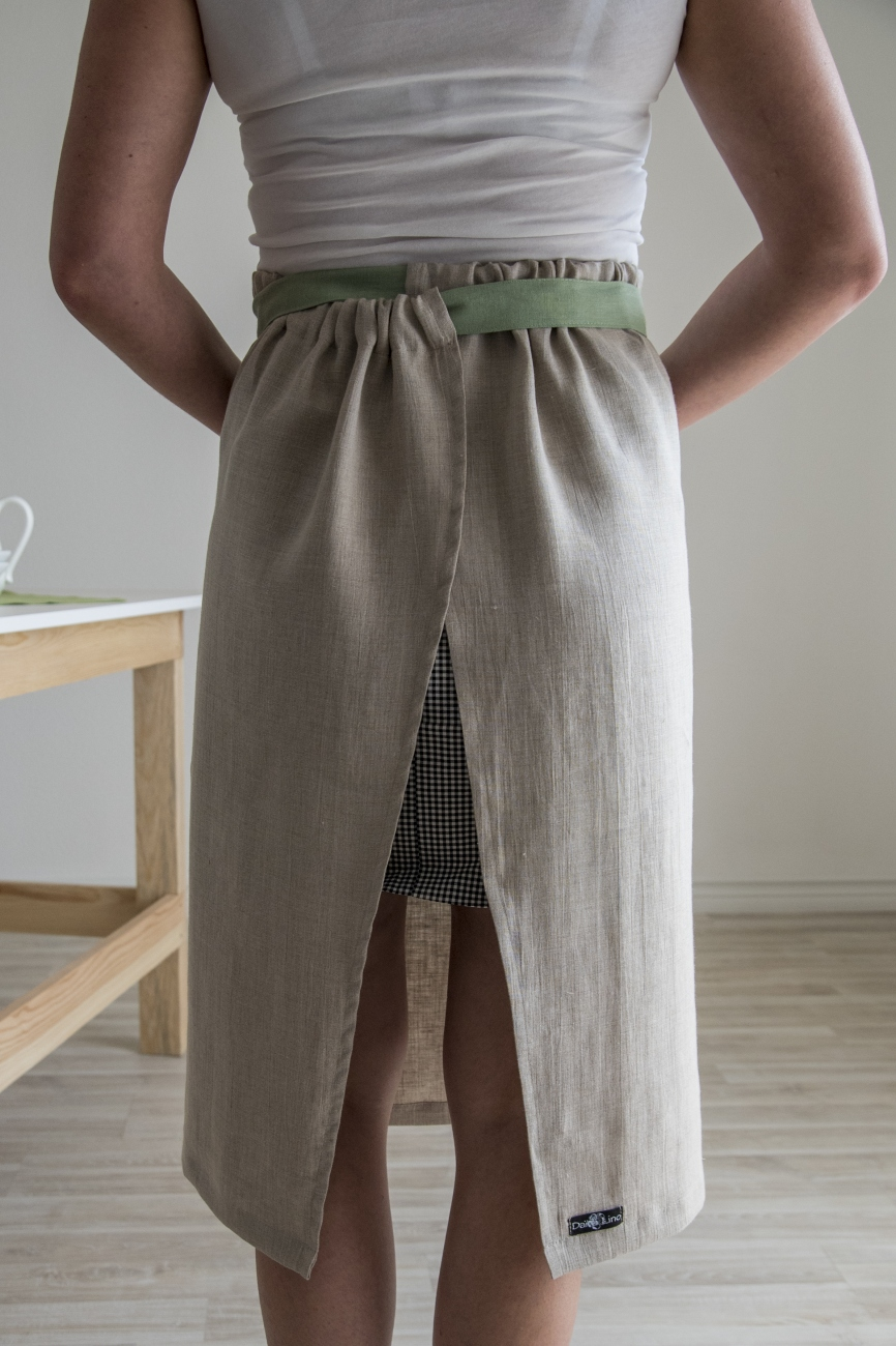 Adjustable width linen half apron with double pocket