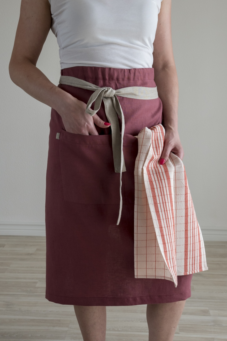Adjustable width linen half apron with double pocket