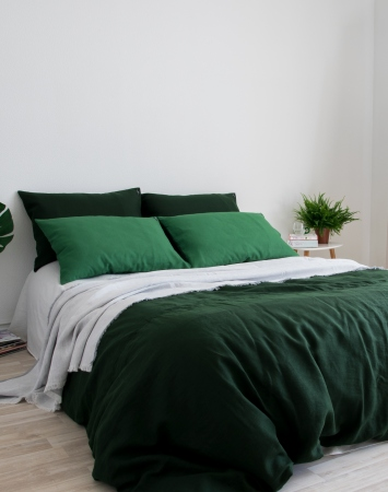 Dark green linen bedding set