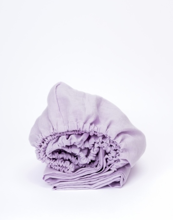 Fitted linen bed sheet in pink lavender