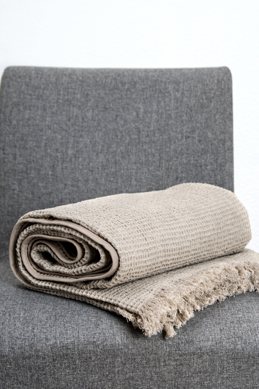 Heavy waffle linen throw with frayed ends