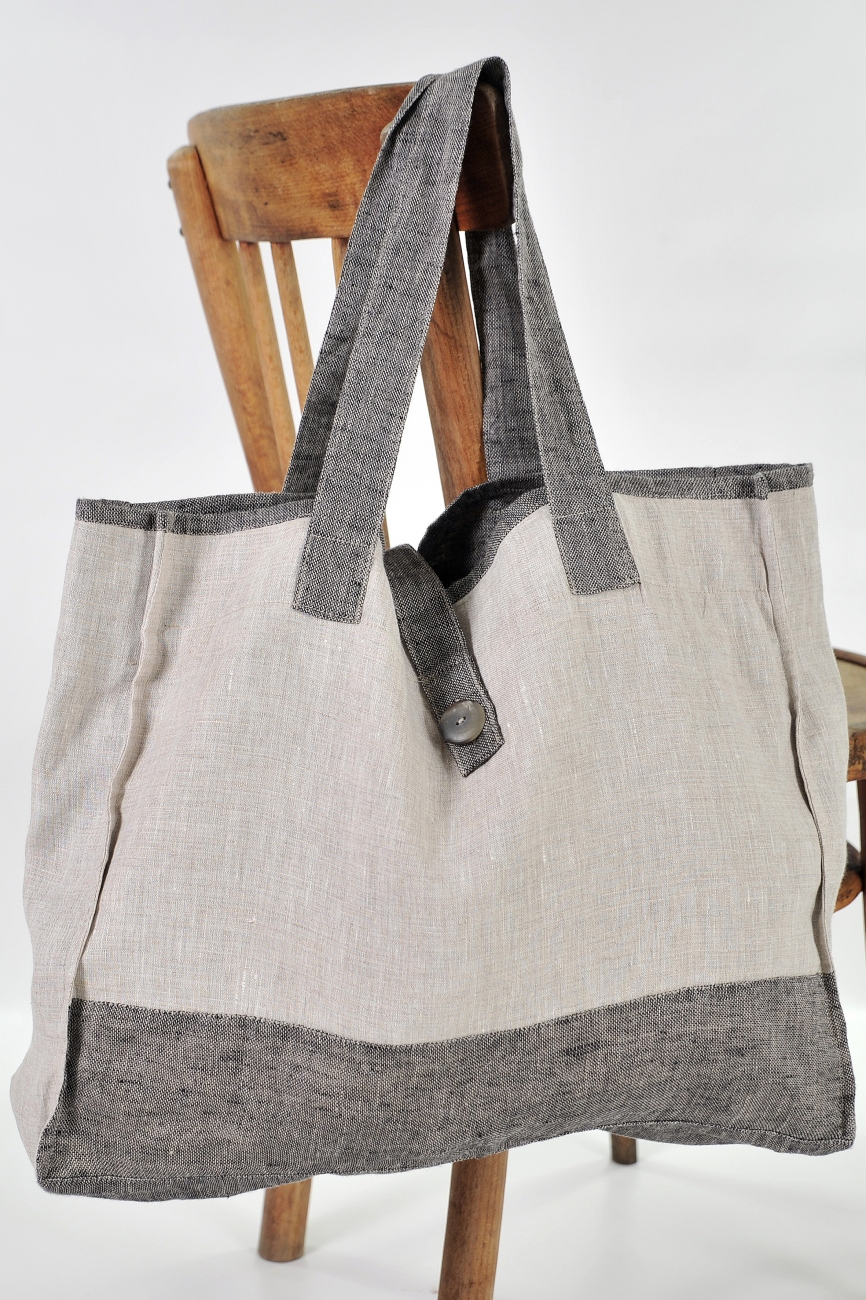 Linen bag with contrast details