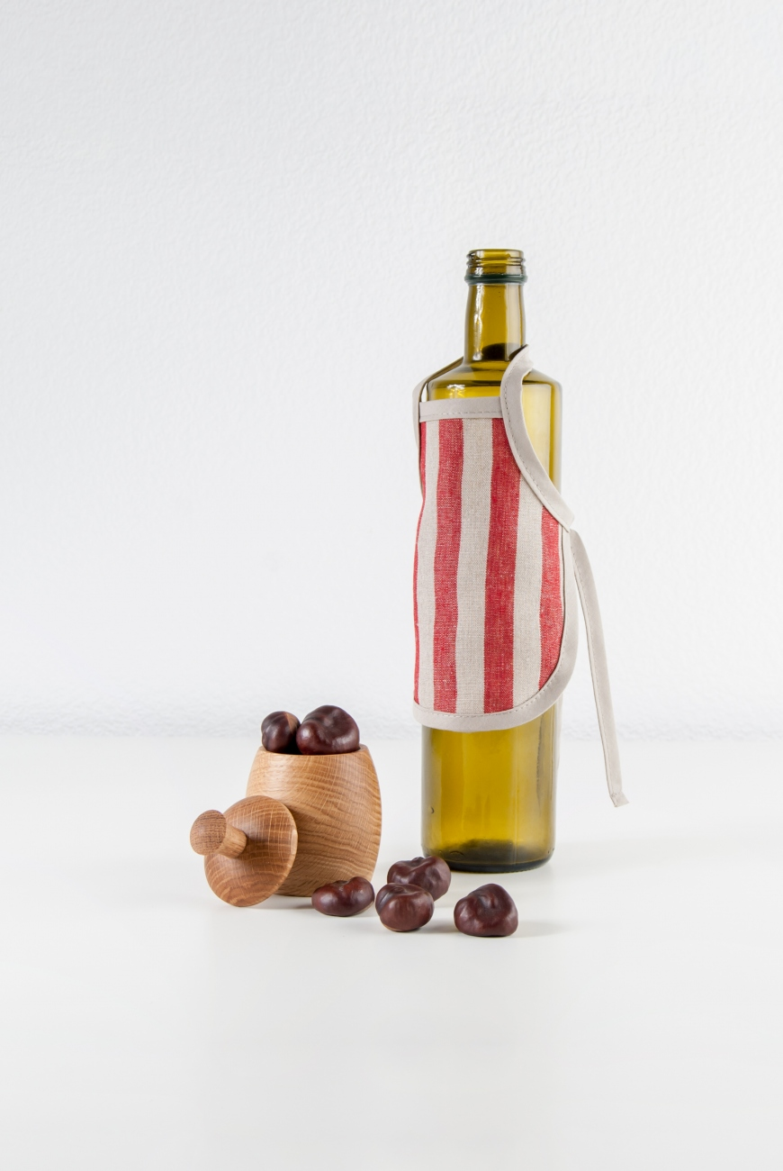Linen bottle apron with red bengal stripe pattern