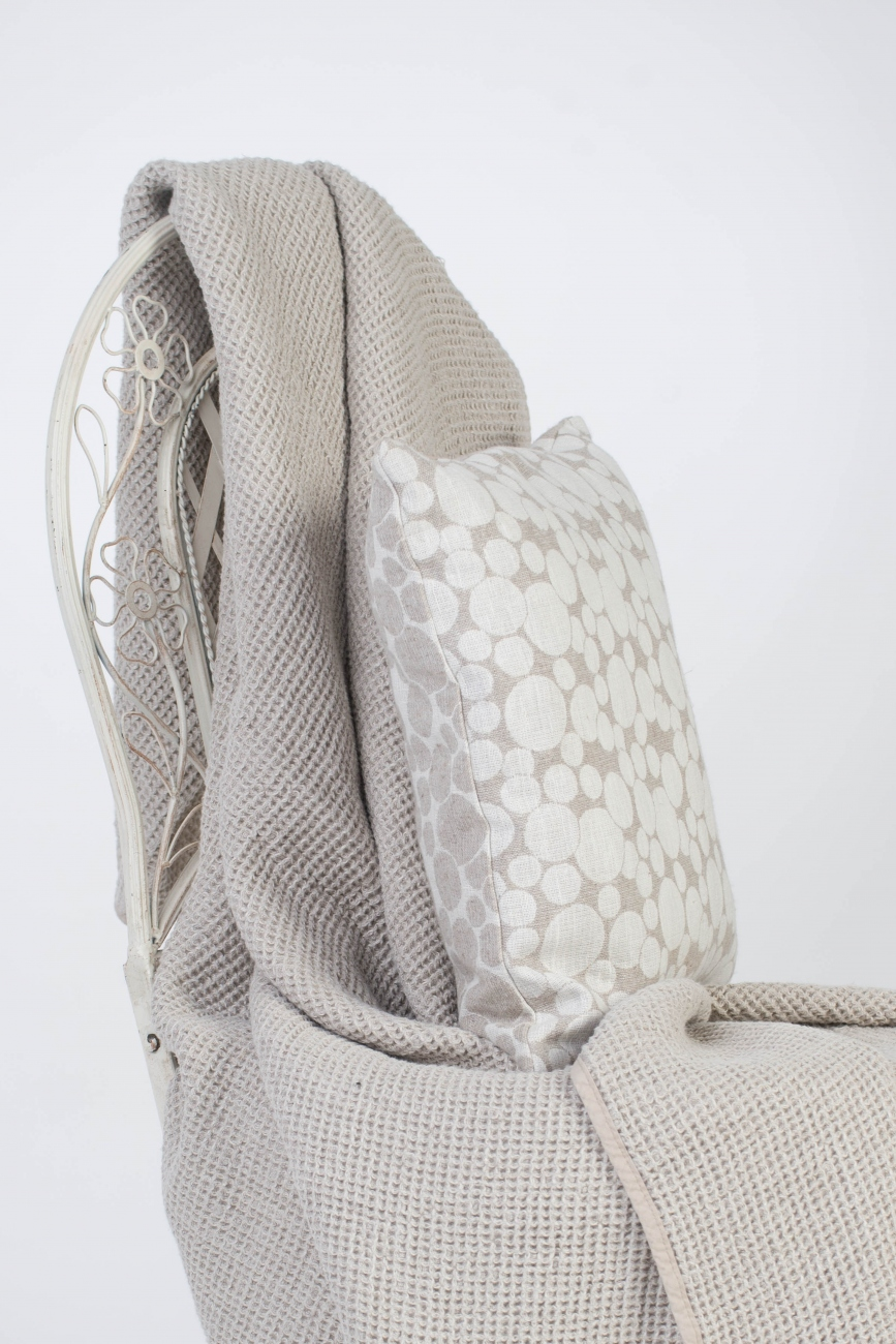Linen throw pillow cover with bubble pattern