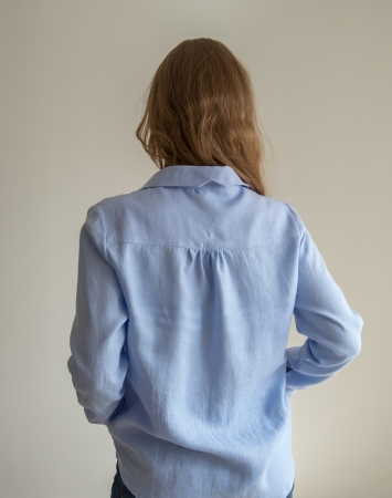 Loose linen shirt in cornflower blue