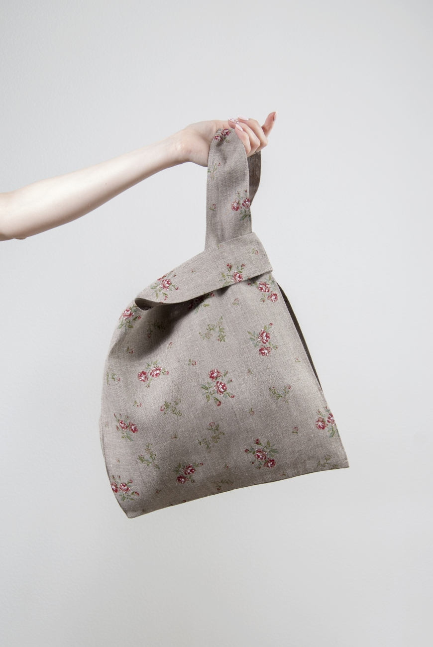 Natural linen knot bag with roses