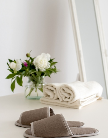 Open linen indoor bath slippers