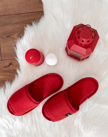 Red linen slippers