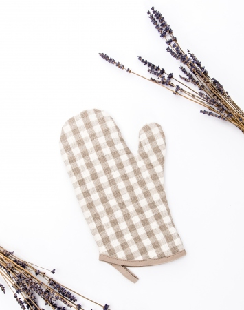 Set of 2 natural linen oven mittens with check pattern