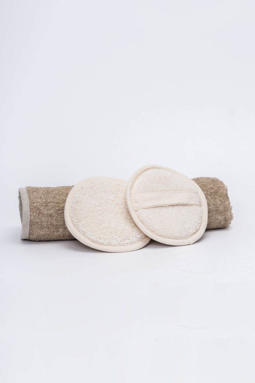 Set of 2 white shower pads from linen cotton blend
