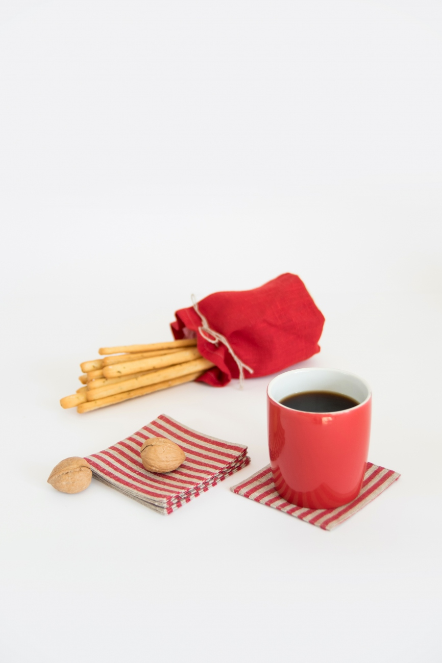 Set of 6 red linen coasters with candy stripe pattern