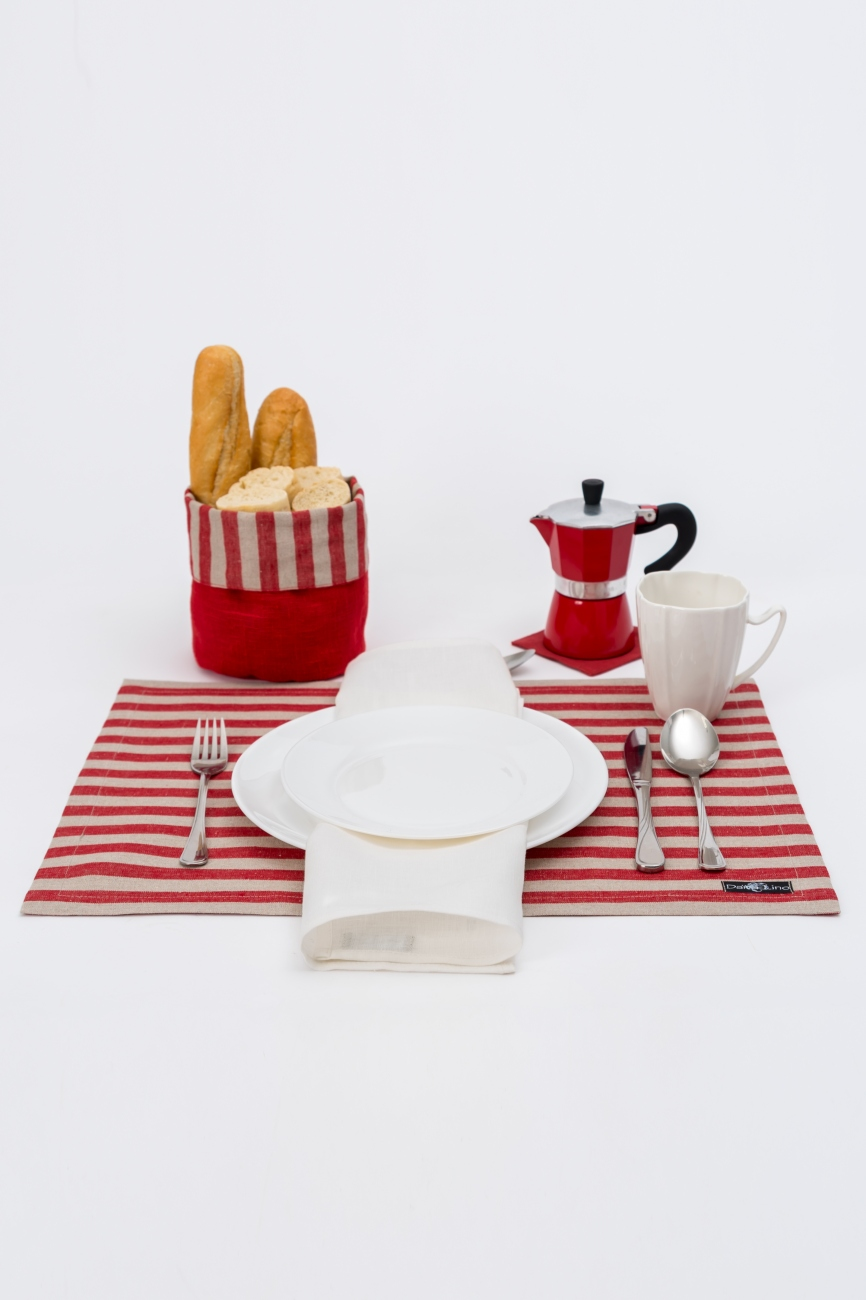 Set of red striped linen table placemats