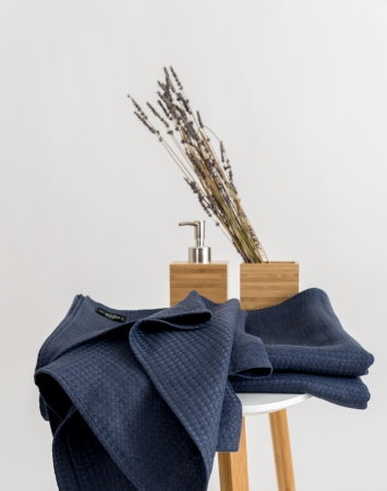 Waffle linen bath towels in denim blue