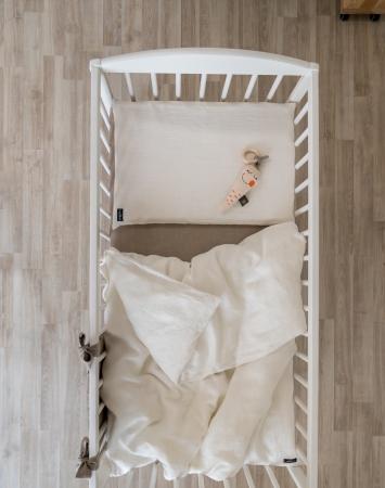 White two-piece baby bedding set