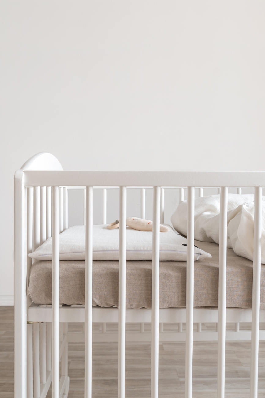 White two-piece baby bedding set